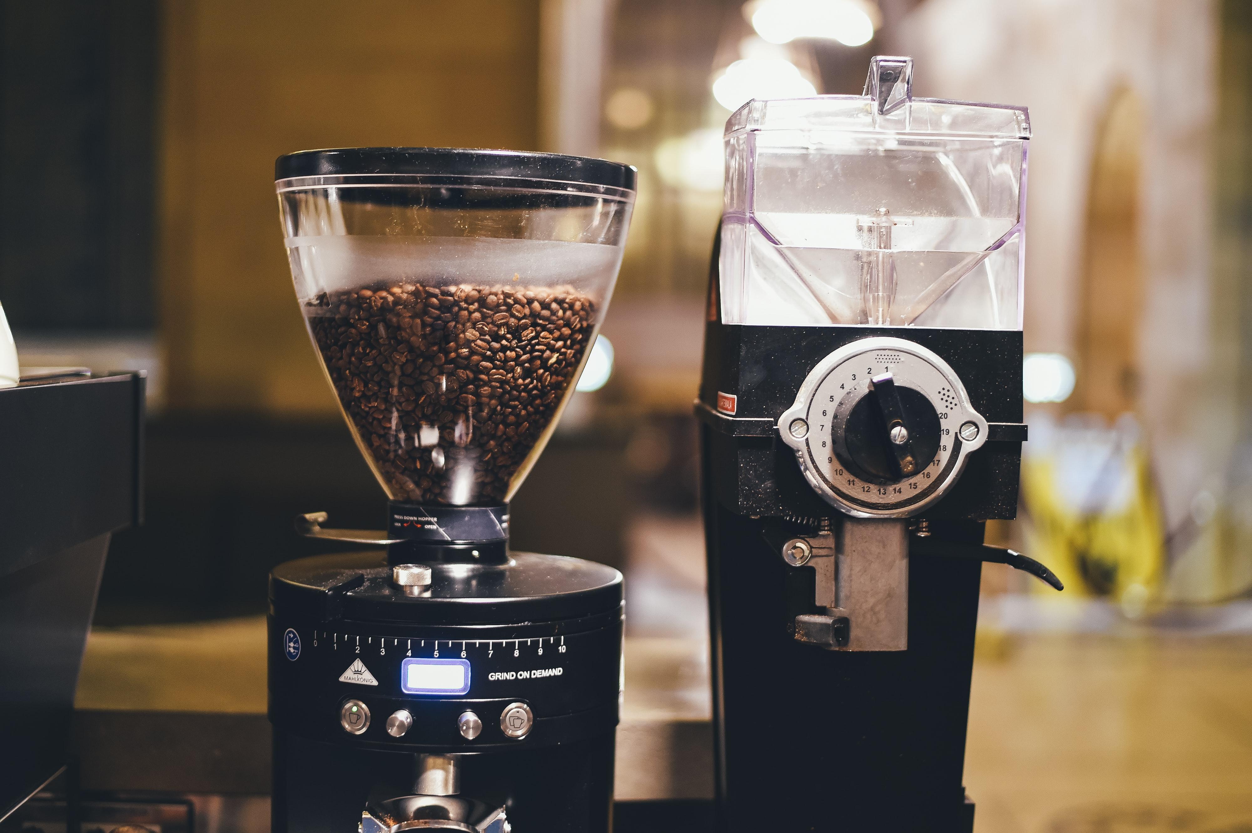 Quigg Kaffeemühle für den Heim-Barista Stahl Kegelmahlwerk anthrazit o rot